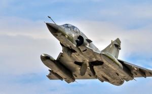 Desktop Wallpaper: Gray Fighter Jet Und...
