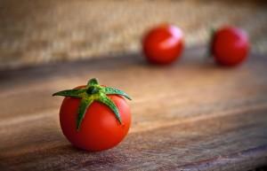 Desktop Wallpaper: 3 Red Cherry Tomato ...