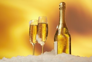 Desktop Wallpaper: 2 Filled Champagne G...