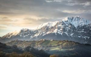 Desktop Wallpaper: Snowy Mountain Durin...