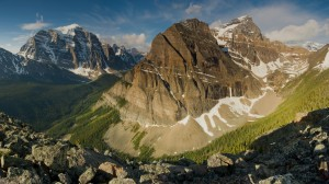 Desktop Wallpaper: Brown Gray Mountains...