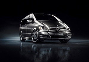 Desktop Wallpaper: Grey Mercedes Benz S...