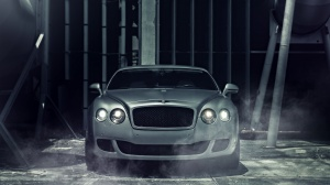 Desktop Wallpaper: Silver Bentley Conti...