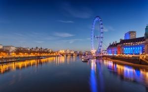 Desktop Wallpaper: London Eye Under Blu...