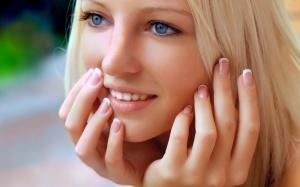 Desktop Wallpaper: Blonde Hair Woman Ho...