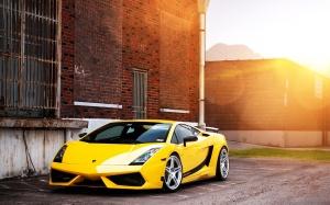 Desktop Wallpaper: Yellow Sports Coupe