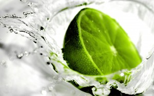 Desktop Wallpaper: Lime in Water