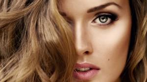 Desktop Wallpaper: Brown Haired Woman