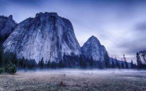 Desktop Wallpaper: Grey rock mountain