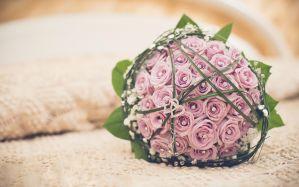 Desktop Wallpaper: Pink rose bouquet