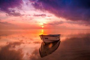 Desktop Wallpaper: White sailing boat i...