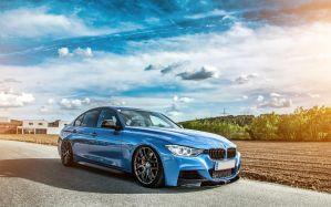 Desktop Wallpaper: Blue BMW sedan
