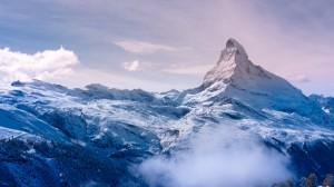 Desktop Wallpaper: Snow mountain
