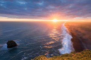 Desktop Wallpaper: Seashore during suns...