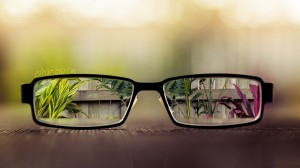Desktop Wallpaper: Black frame eyeglass...