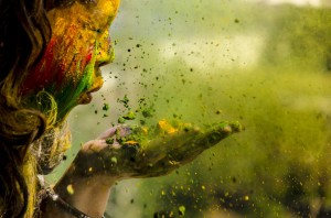 Desktop Wallpaper: Girl blowing clay