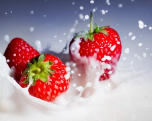 Desktop Wallpaper: Strawberries with Wh...