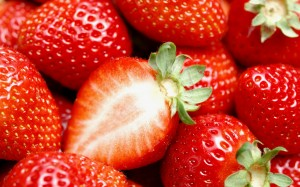 Desktop Wallpaper: Yummy Strawberries