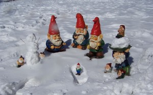 Desktop Wallpaper: Red Cap Gnome Figuri...