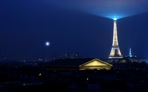 Desktop Wallpaper: Lighted Eiffel Tower...