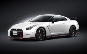 Desktop Wallpaper: White Nissan GT-R R3...