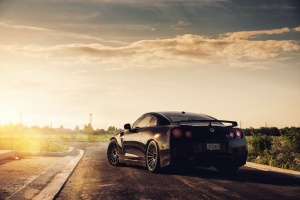 Desktop Wallpaper: Black Nissan GTR