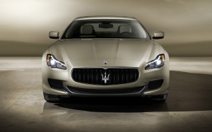 Desktop Wallpaper: Silver Maserati Ghib...