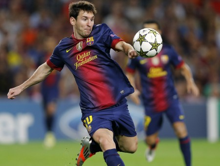 Lionel Messi beats the ball