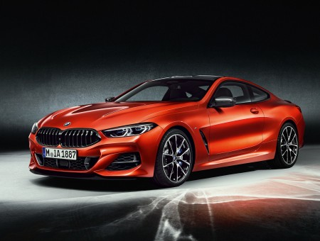 Red fast BMW M850i